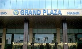KS Grand Plaza Hà Nội bị người dùng mạng xã hội đồng loạt chấm 1 sao sau sự việc quản lý KS xua đuổi phụ nữ và trẻ em đứng tránh trú dông lốc