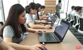 """Hơn nửa doanh nghiệp Việt """"bầm dập"""" do hiệu ứng Domino từ COVID-19"""